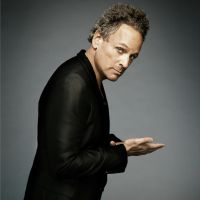 Buy your Lindsey Buckingham tickets